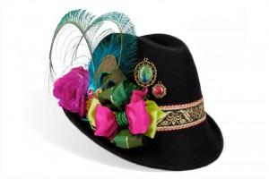 Mit dem modernen Trachtenhut Beautyqueen fühlt sich jede Dame wie eine Schönheitskönigin auf dem Oktoberfest