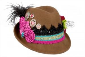 Das Modell Rosengarten ist als Trachtenhut für Damen ein absoluter Hingucker auf dem Oktoberfest