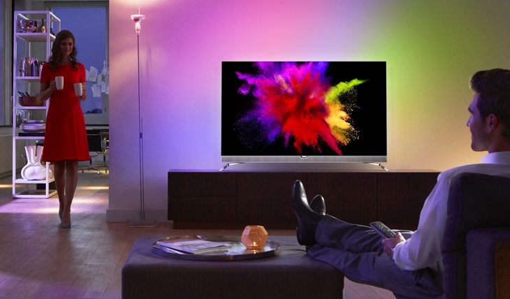 uhd philips pr sentiert mit dem neuen 55pos901f den ersten oled tv mit ambilight uhd tv das. Black Bedroom Furniture Sets. Home Design Ideas