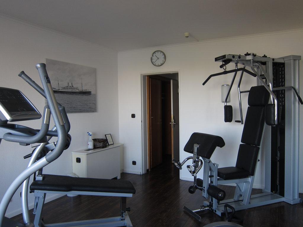 Auf dem Crosstrainer trainieren Zuhause oder in einem